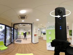 Appareil photo 360° en action agence bancaire Crédit Agricole